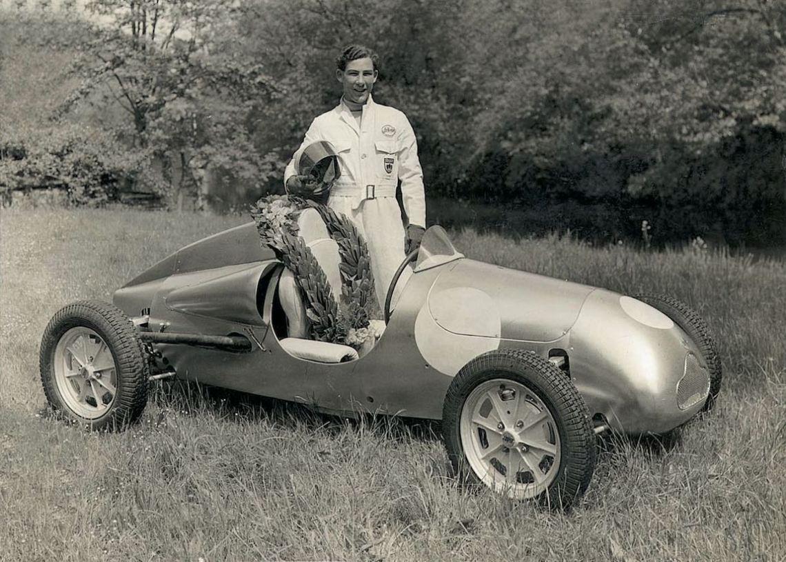 Stirling-Moss-Tribute-BMW-1.jpeg